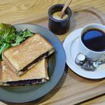 32100107 - 小倉あん&クリームチーズのホットサンド、グリーンサラダ、コーヒー