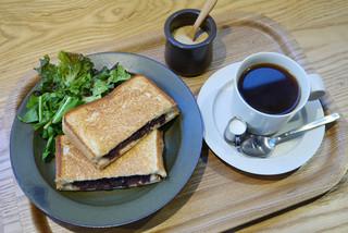 cafe634 - 小倉あん&クリームチーズのホットサンド、グリーンサラダ、コーヒー