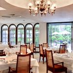 レストラン 桂姫 - 内観写真:クラシカルな雰囲気に包まれて、ゆったりとした時間をお過ごしください