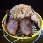 俺のドカ麺 - 豪快な冠雪背脂と取り巻き豚