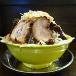 俺のドカ麺 - ドカ盛ラーメン(麺増し200g、豚、野菜増し、にんにく増し、アブラ)
