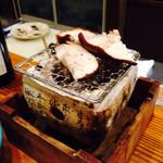 分田上 - 炭火七輪で朝採れ自家栽培椎茸と平茸を頂く