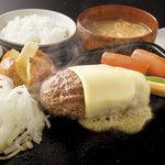 寛屋 - 各種トッピング、俵バーグの大きさが選べる豊富なメニューラインナップが自慢です。