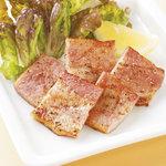 寛屋 - もちろん一品料理、各種サラダメニューも大人気です。
