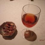 中国料理 皇家龍鳳 - 紹興酒とおつまみのピーナッツ。