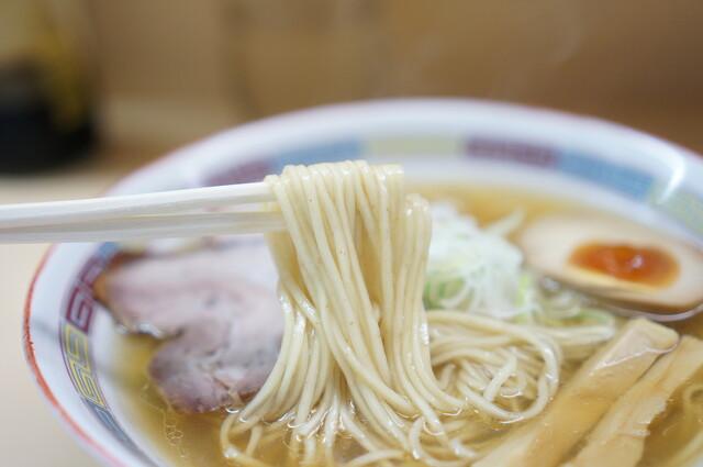 煮干鰮らーめん 圓 - 麺のアップ