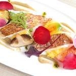 フフレキッチン - 旬の白身魚のポワレ サフランライス添え ハーブアンチョビソース