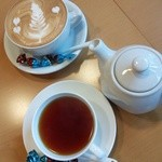 カフェ アイン - 料理写真:マロングラッセラテ&紅茶