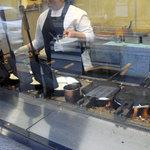 たいやき茶屋 - たい焼きを焼いているところ