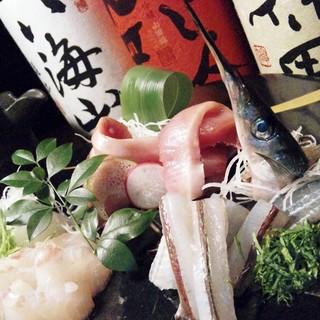 旬の新鮮な魚介と、蛮海自慢の「鯛骨スープ」