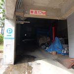オステリア パーチェ - 名物?の駐車場の入り口