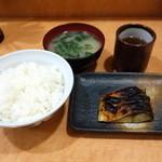 食堂 旭屋 - 鯖塩焼き定食594円(税込)