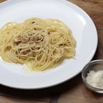 ルーリオ - にんにくと鷹の爪のスパゲティーニ おろしたチーズ添え