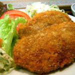 レストラン海斗 - メンチカツ定食のアップ
