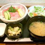 レストラン海斗 - 本マグロ中トロ丼(600円)