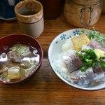 32150909 - 黄金アジ丼とあら汁