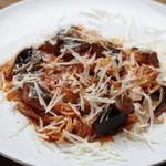 ルーリオ - 茄子とトマトとモッツァレラのトマトソース
