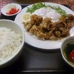 味楽 - 鳥唐揚・豚焼肉盛合せ定食850円