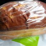 ベーカリー・パレード - 「さつまいもの食パン」440円税抜