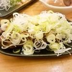 32155358 - カシラ(味噌にんにく)2串 180円