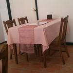 ラ・チチ - テーブル席