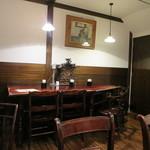 西洋菓子 しろたえ - アンティークな雰囲気の店内3