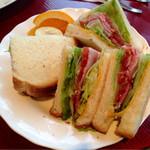 カフェ・ド・ラパン - 料理写真:ハムとチーズ野菜の焼きサンド