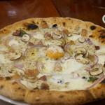 ピッツェリア ダ・アオキ タッポスト - きのこのクリームペーストとパンチェッタ・赤タマネギ+玉子