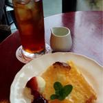 カフェ・ド・ラパン - セットデザート・チーズシフォン♪ セットドリンク・ラパンオリジナルティ
