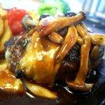 神戸屋 レストラン - とろーりチーズ入りハンバーグ