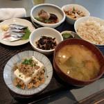 ジャスミン食堂 - メインに秋刀魚刺身(400円)