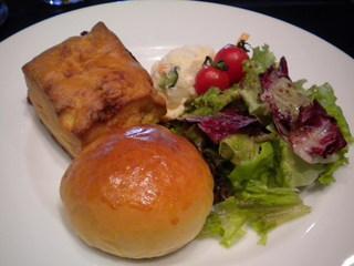 カフェ・ア・ラ・ティエンヌ - 自家製パン、自家製ポテサラなど