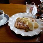 ななえ駅前珈琲店 - コーヒー(中煎り)ワッフル