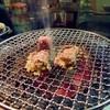 焼肉ホルモン 炭火マルナオ - 料理写真:上タン塩。奥は上ハラミ。ママさんのデモ焼きです。