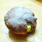 パティスリー ドゥ - 料理写真:シュークリーム ¥205