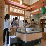 豆腐茶屋 佐白山のとうふ屋 - 店内はいつでも盛況だ。