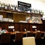 Trattoria Caro - カウンターテーブル席もあるのでお一人様も気兼ねなく利用できます