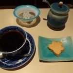 32183488 - グァテマラと小菓子(600円)別角度