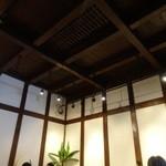tsuu - 天井は蔵なので高いです
