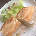 マエダ ブリーズ - ローストチキンのサンドイッチ