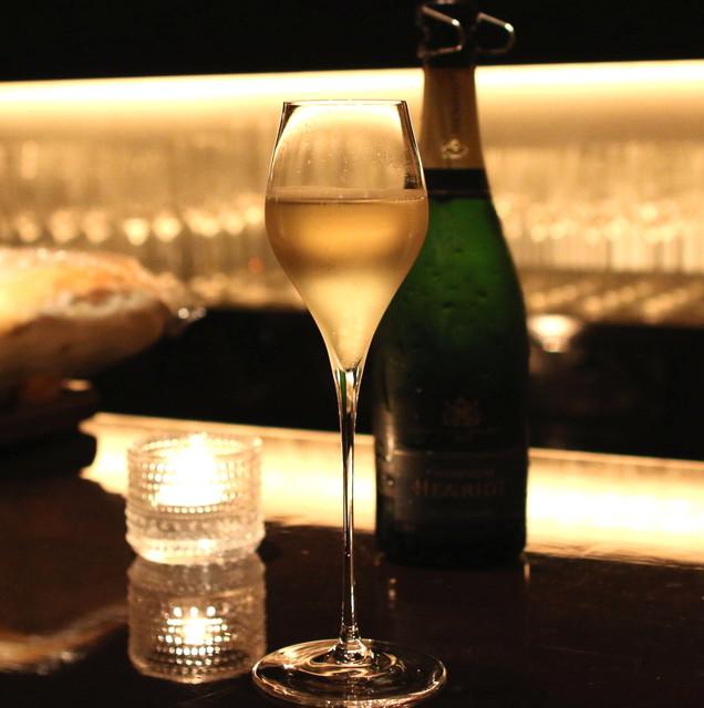 カーヴドシャンパーニュ ディヴァン - Champagne Henriot Brut Souverain (2014/10)