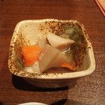 薩摩八郎 新宿店 - お通し 煮物