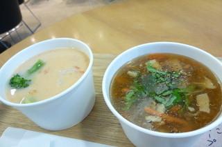 北海道スープスタンド - トマトクリームのスープSサイズ ¥530、キノコのスープSサイズ ¥500