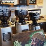 ネイバーフッド アンド コーヒー - ラテは3種類*真ん中の飲みました