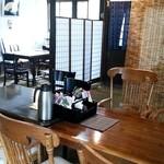 五色庵 - 土間のテーブル席はワンコOK(*^o^*)