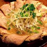 万人家 - チャーシューか食べたくて…焼肉屋で満腹ながらオーダーしたらアッサリ完食!ヤバい…美味いです!