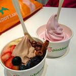 ピンクベリー - ザクロ 510円・チョコレート&ヘーゼルナッツ (トッピングあり)640円