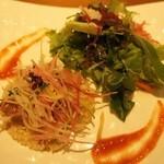 32198661 - 寒鰤のフュメと帆立貝柱のタルタル 発芽玄米と3種大根のサラダ仕立て                       柚子とトマトのビネグレット