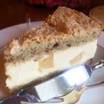 ライフラプサン - 料理写真:紅茶とピーチのダックワーズケーキ