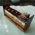 レストランアマデウス - ☆ヘーゼルナッツとチョコの組み合わせはなかなか素敵です☆